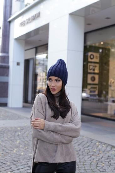 Шерстяная шапка синего цвета