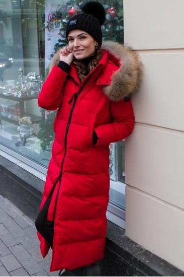 Женский длинный пуховик, красного цвета