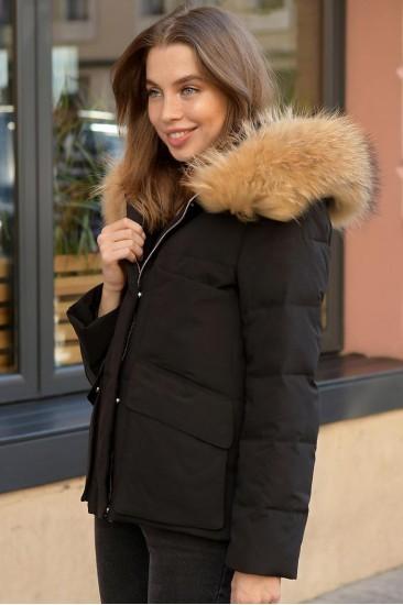 Зимняя женская куртка с накладными карманами черная