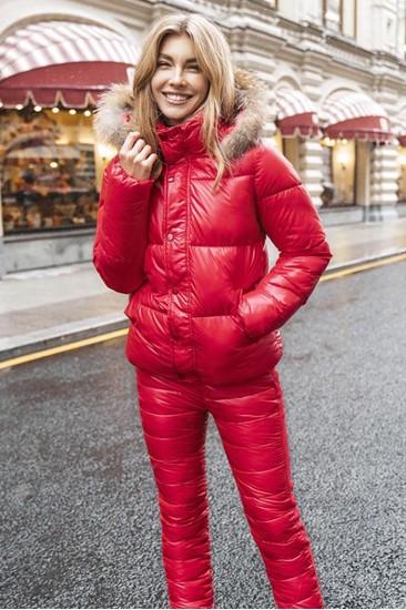 Короткий женский пуховик красный