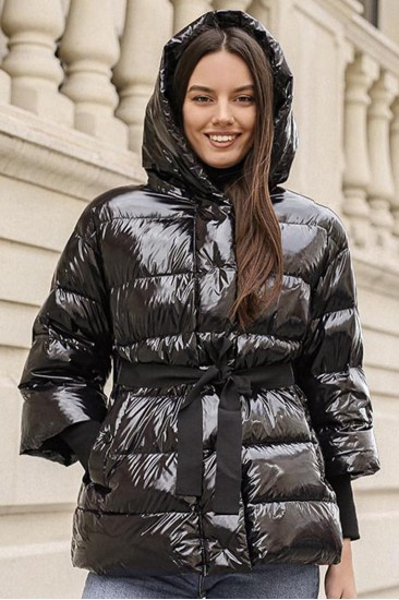 Лаковая куртка на пуху черная