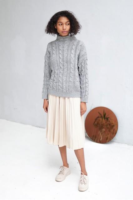 Серый свитер шерстяной