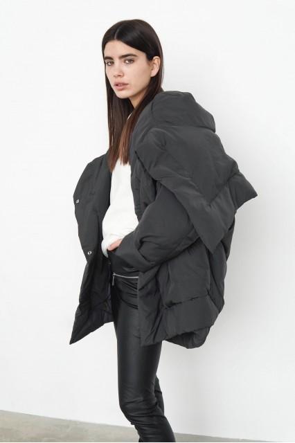 Черная куртка Tina