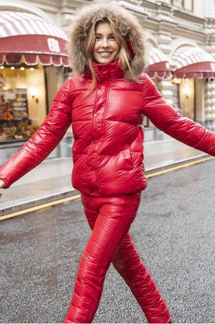 красный короткий женский пуховик