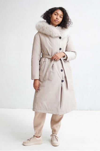 Пальто  бежевого цвета Sofi с мехом песца