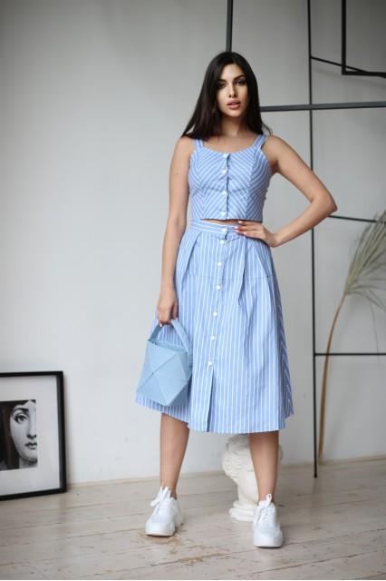 Голубые топ и юбка с пуговицами в полоску