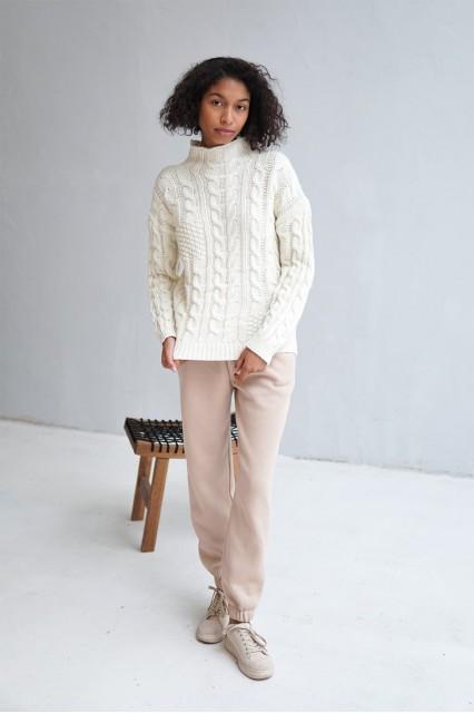 Шерстяной свитер бежевый