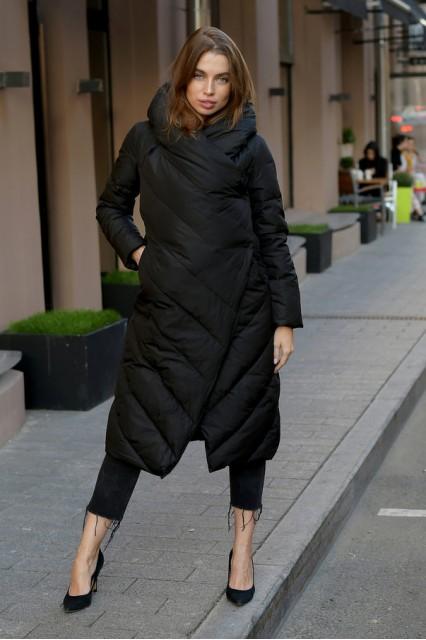 Длинный пуховик одеяло Eva черного цвета