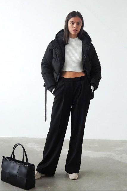 Короткая куртка черная на синтепоне, с поясом