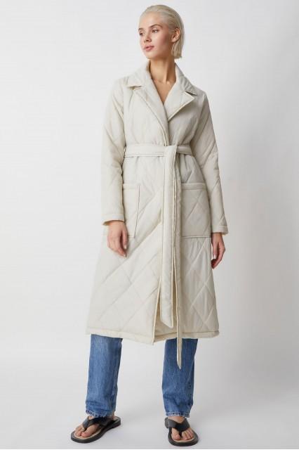 Пальто молочный стеганое Berhta